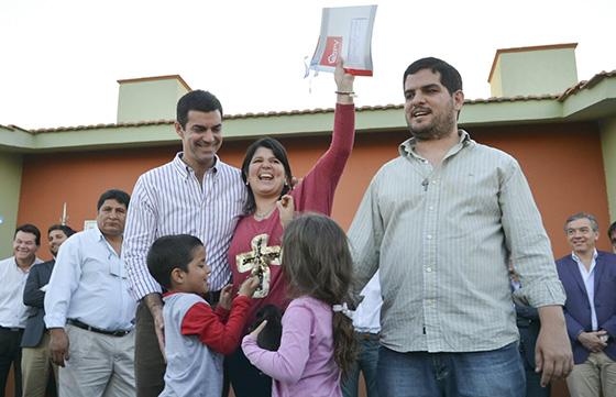 El Gobernador Urtubey entregó viviendas a 81 familias de Orán
