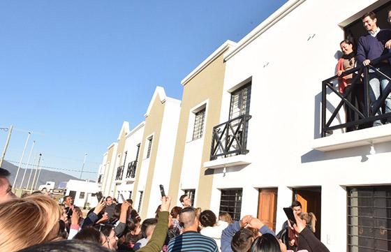 """Urtubey: """"Una casa nueva cambia la vida"""""""
