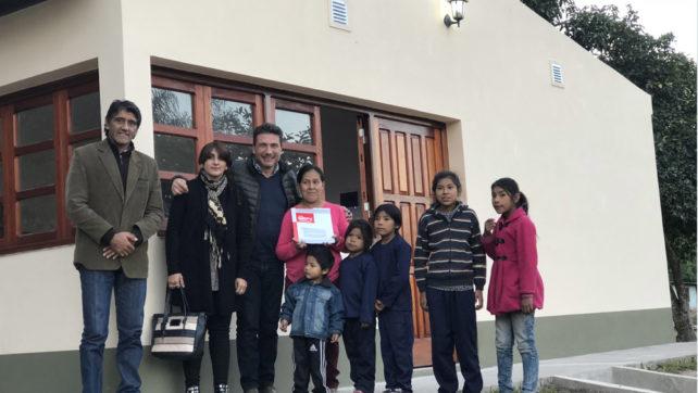 El IPV entregó una vivienda a la familia de un niño con discapacidad
