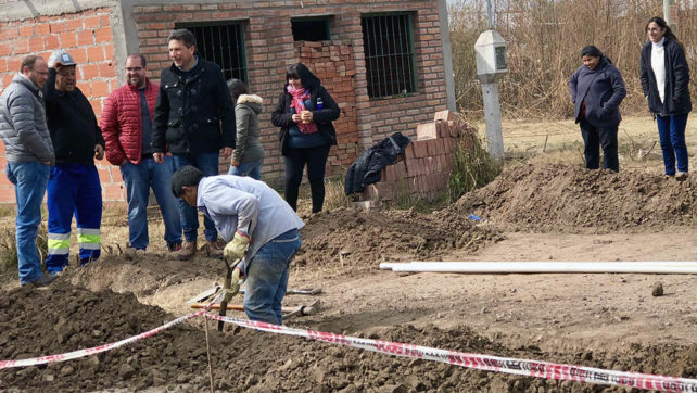 Familias de Capital y Cerrillos se conectan a los servicios domiciliarios de agua y cloaca