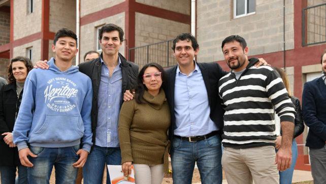 Familias de Rosario de la Frontera recibieron viviendas, módulos habitacionales y escrituras