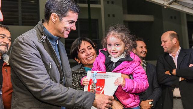 Ochenta nuevos propietarios de la ciudad de Salta recibieron sus viviendas