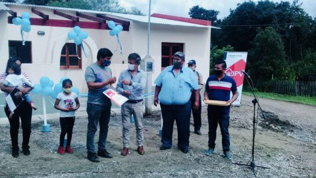 Diez familias de Isla de Cañas recibieron su vivienda